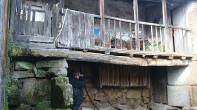 Pátio onde o Juan e o Demétrio se esconderam  (http://ferradodecabroes.blogspot.pt)