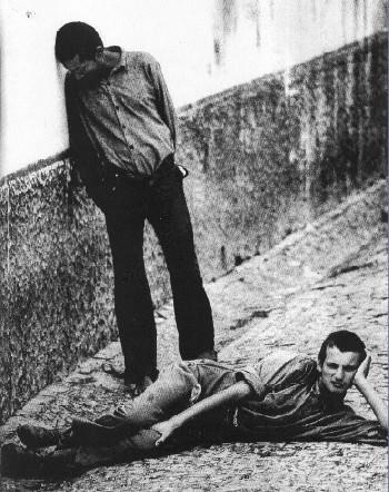 Albergue da Mitra, no Poço do Bispo em Lisboa, onde eram detidas todas as pessoas que o regime via como marginais (A Mitra nos anos 80, foto de Ana Esquível)