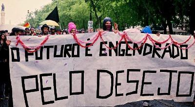 25 de Abril de 2012 - Bloco queer nas comemorações do 25 de Abril em Lisboa. Nesse dia é ocupado um imóvel municipal na Rua de São Lázaro em solidariedade com a reocupação da Es.Col.A da Fontinha no Porto
