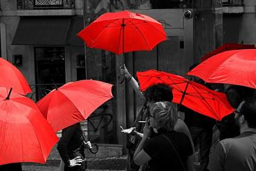O guarda-chuva vermelho tem sido usado como símbolo da luta das/os trabalhadoras/es do sexo, muito usado nos mobilizações de rua.