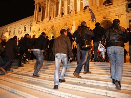 Manifestacção conjunta de todas as forças de segurança, Assembleia da Républica, Lisboa