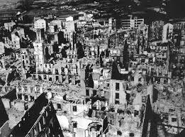 Vista aérea de Guernica bombardeada pelas aviações alemã e italiana em 26 de Abril de 1937
