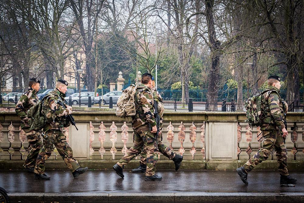 O estado de emergência anunciado por Hollande faz mal às liberdades...